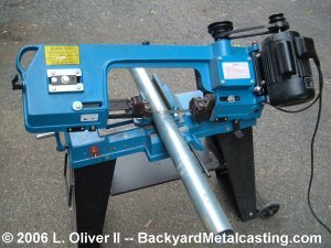 The saw in the horizontal position